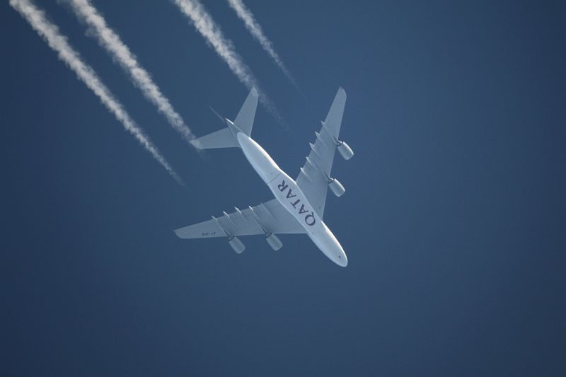 Quatar Airways Airbus A380 A7-APB with contrails in crusing altitude (39000 feet).