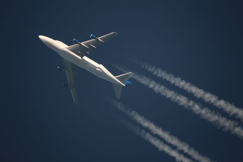 Boeing 747-409(LCF) Dreamlifter with contrails